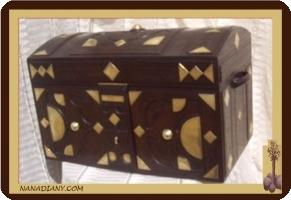 Coffre de rangement décoré bronze recouvert de cuir ref : GRD1XGMD